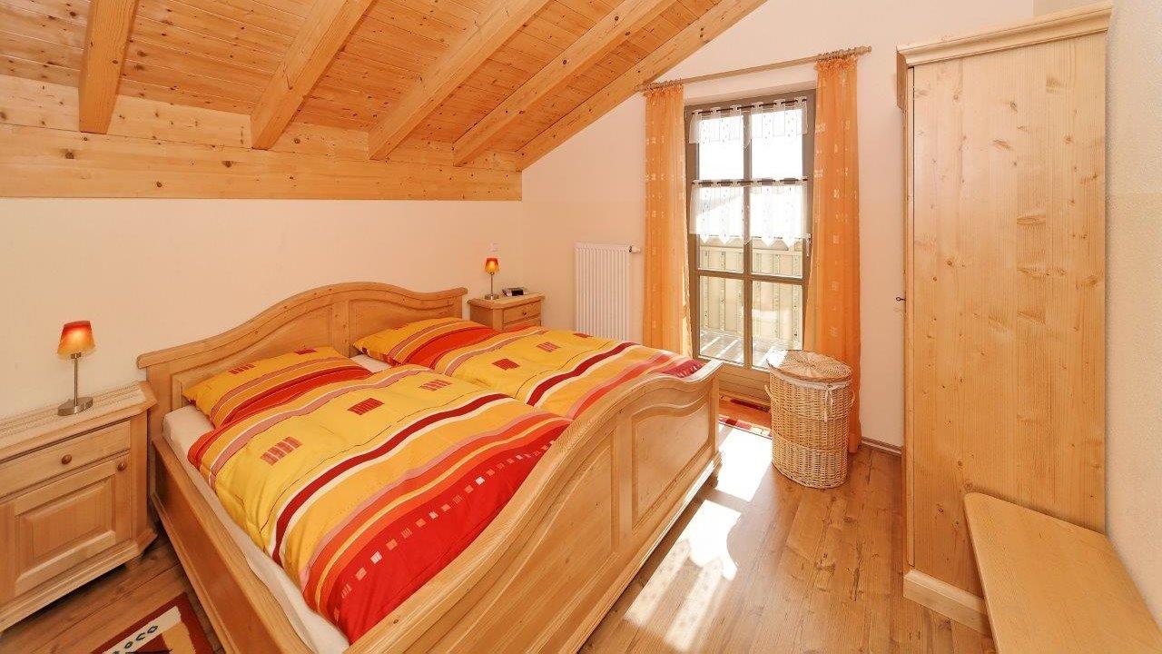 kopp-ferienhaus-bauernhof-bodenmais-doppelbetten-schlafzimmer